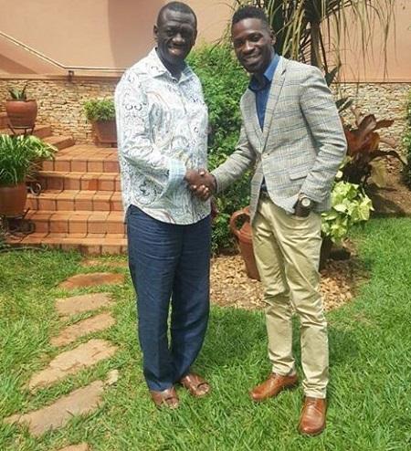 Dr. Besigye seeing off Bobi Wine at hi Kasangati home