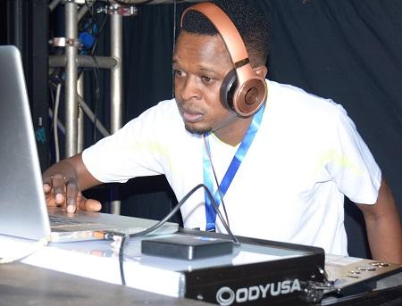 DJ Shiru doing what he does best