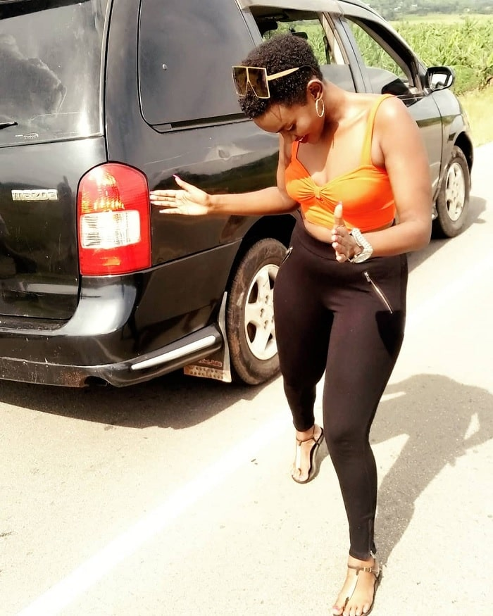 Fille dancing by the roadside