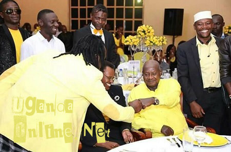 Bebe Cool fist bumps the President as the First Lady looks on