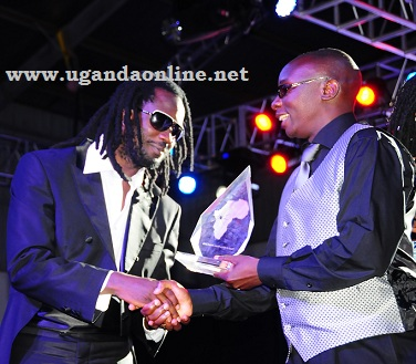 Bebe Cool receiving the award of Best Reggae Artiste
