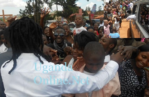 Bebe Cool with his fans at Pastor Bugembe's church in Nansana this morning.
