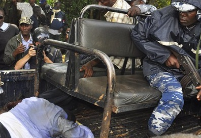 Dr. Besigye being dragged on to a pick-up on April 28
