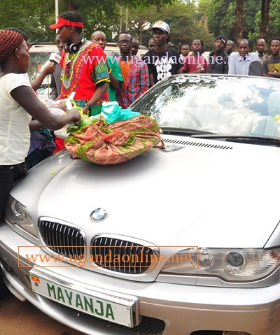 Mango vendors use Chameleone's BMW as a stall