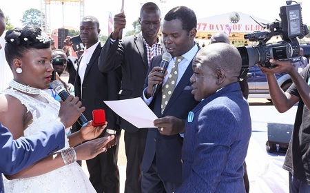 Kapere and wife Lydia Nakindi exchanging vows