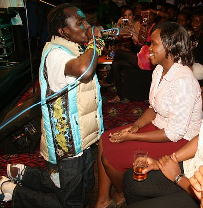 Mowzey Radio Sings to a babe during the Unplugged show at Club Silk