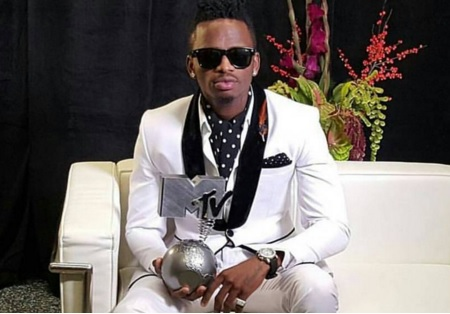 Diamond Platnumz strikes a pose with his MTV award