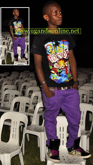 MC Kats thought that by standing he could see some revellers making their way to the venue but wapi