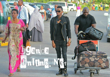 Diamond Platnumz and mom making their way to the aiport